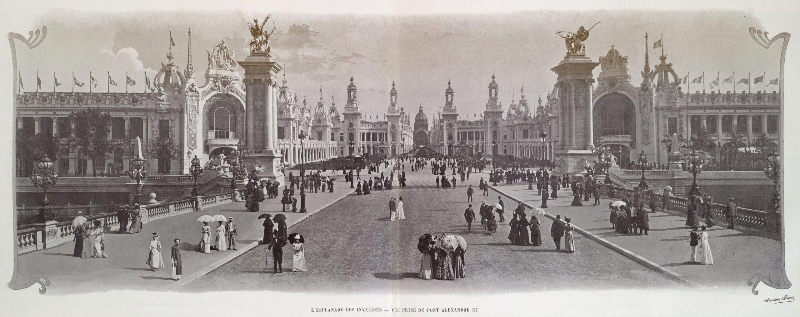 L'esplanade_des_Invalides,_vue_prise_du_pont_Alexandre_III,_Exposition_universelle_internationale_de_1900
